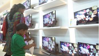 বাণিজ্য মেলায় নজর কেড়েছে ওয়ালটন এলইডি-স্মার্ট টেলিভিশন