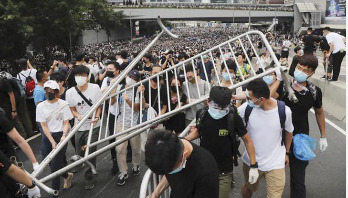 Protesters surround government buildings in HK