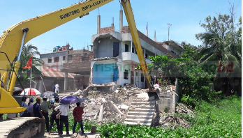 Eviction drive underway on Shitalakshya river banks
