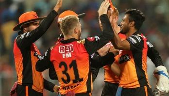 KKR beat SRH by 6 wickets in thriller