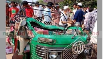 Four killed as bus rams auto-rickshaw