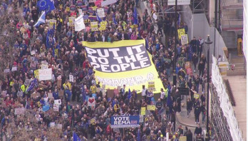 Hundreds of thousands march calling for Brexit cancellation
