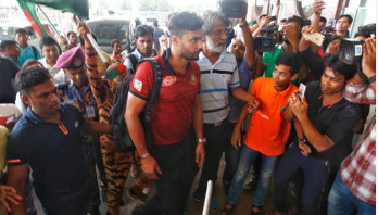 Mashrafe leaves Dhaka for World Cup mission