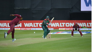 Bangladesh storm into tri-series final