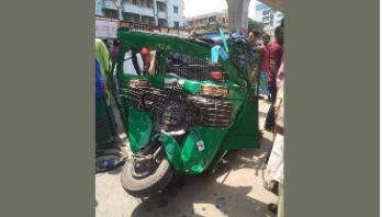 Five injured in race between 2 buses