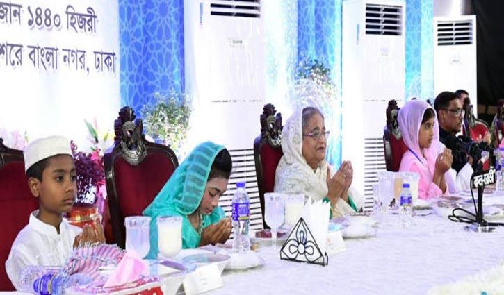 মুক্তিযোদ্ধা আলেম ওলামা ও এতিমদের সম্মানে প্রধানমন্ত্রীর ইফতার