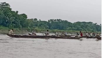 হালদা নদীতে নমুনা ডিম ছেড়েছে মা মাছ
