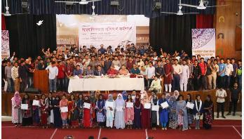 সাংবাদিকদের পদচারণায় মুখরিত ঢাকা কলেজ