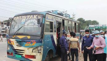 যাত্রীদের উল্টো ঢাকায় পাঠাচ্ছে মানিকগঞ্জ পুলিশ