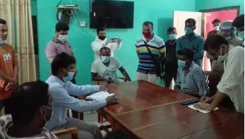 আলমডাঙ্গায় খালে ৫০ বস্তা সরকারি চাল, মজুদদারকে জরিমানা