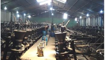 এখনও ২০ হাজার লিটার ভোজ্য তেল উৎপাদন করছে নওগাঁ বিসিক