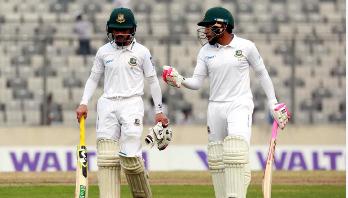 ছবিগল্প : বাংলাদেশ-জিম্বাবুয়ে টেস্টের দ্বিতীয় দিন