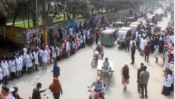 টাঙ্গাইলে ম্যাটস শিক্ষার্থীরা আন্দোলনে