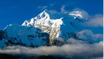 নেপালে তুষারধসে ৭ পর্বতারোহী নিখোঁজ