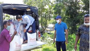 হালদা পাড়ের ৭০ জেলে পরিবার পেলো 'ভালোবাসার থলে'