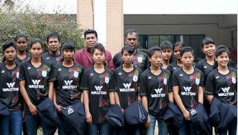 এসএসসি পাস করা ৮ নারী ফুটবলারকে সংবর্ধনা দেবে ওয়ালটন