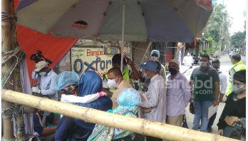 ওয়ারীবাসীর 'চাওয়ার' কাছে অসহায় স্বেচ্ছাসেবীরা