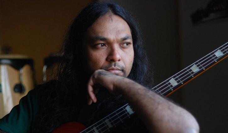 সংগীতশিল্পী বিপ্লব এখন ট্যাক্সি চালক