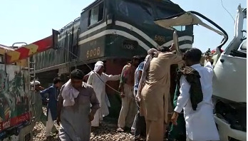পাকিস্তানে ট্রেনের ধাক্কায় নিহত ২০ শিখ