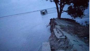 সিরাজগঞ্জের সিমলা স্পার বাঁধের ৭০ মিটার নদীতে