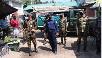 করোনা: সেনাবাহিনীর প্রচারণায় ঘরে ফিরছে মানুষ