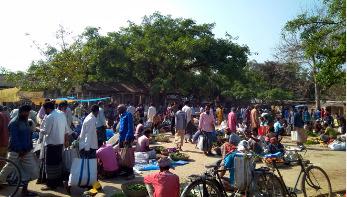 ধামইরহাটে হাট-বাজারে ভিড়: দেদারছে চলছে কেনাবেচা